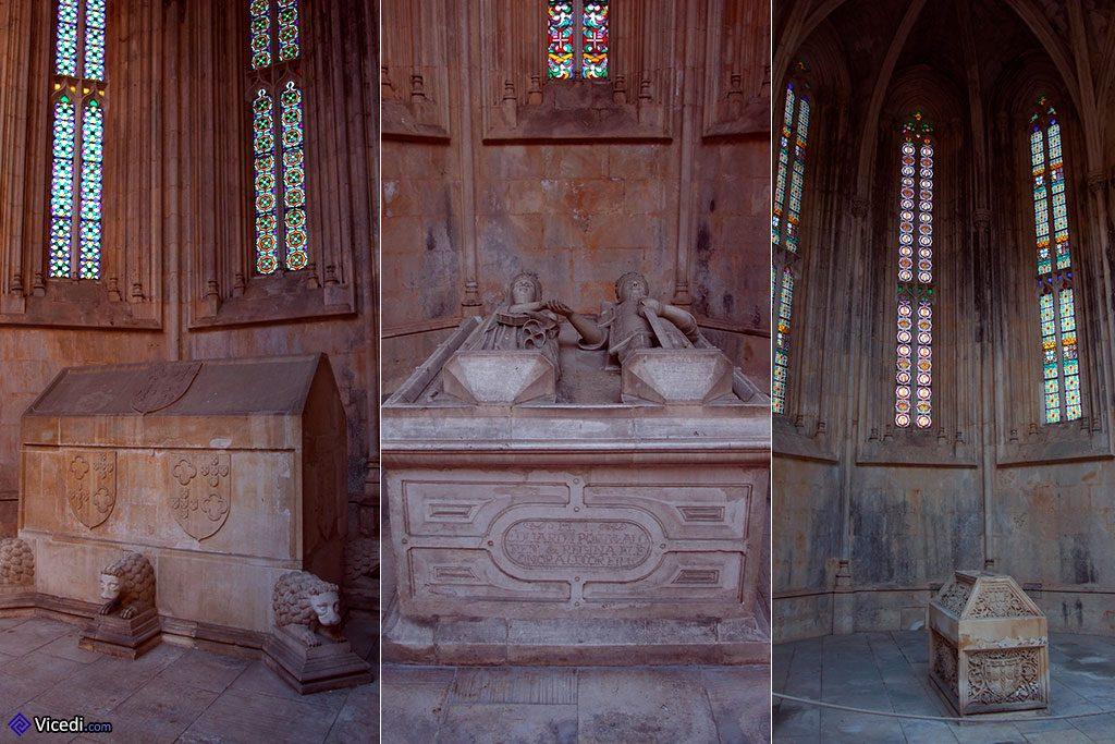 Trois des tombeaux royaux.