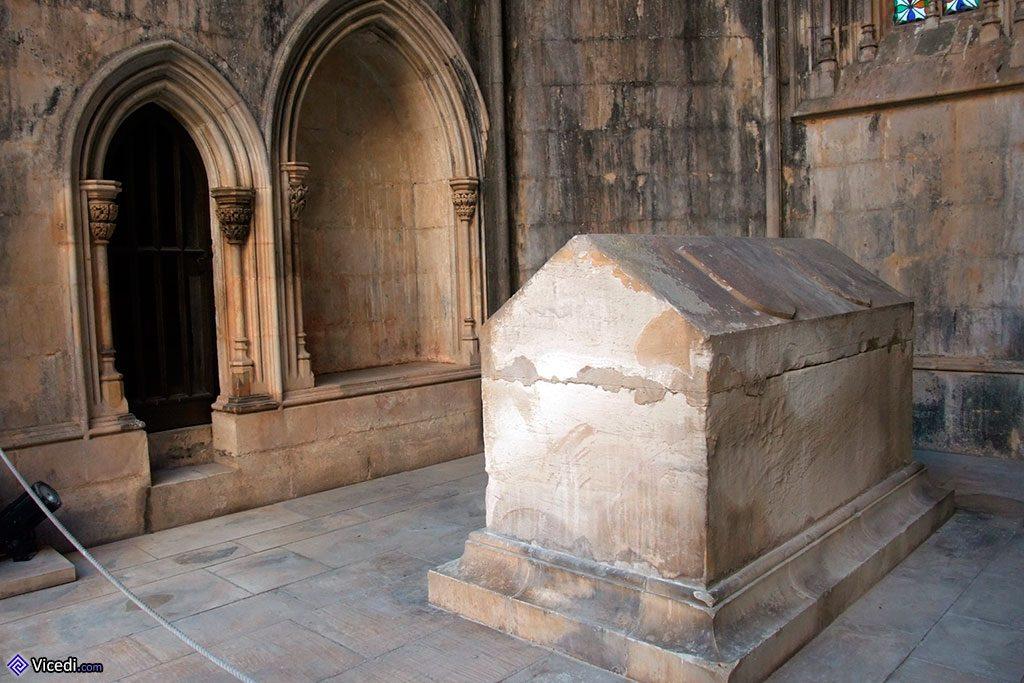 Comme les chapelles, certains tombeaux sont restés inachevés...