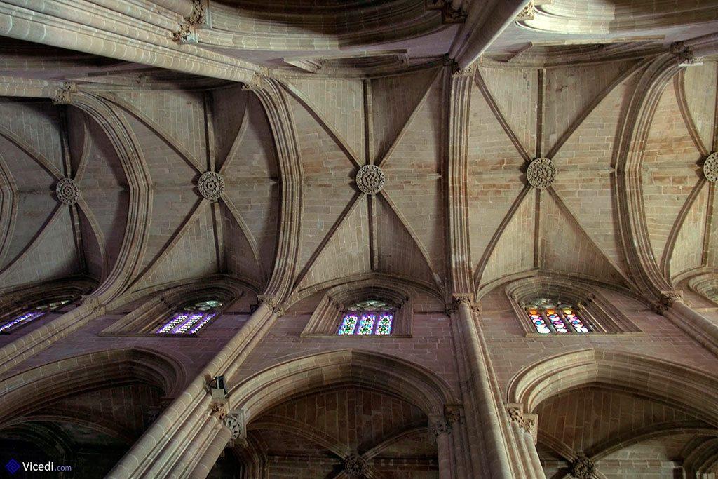 Il faut lever la tête pour admirer toute la beauté du gothique