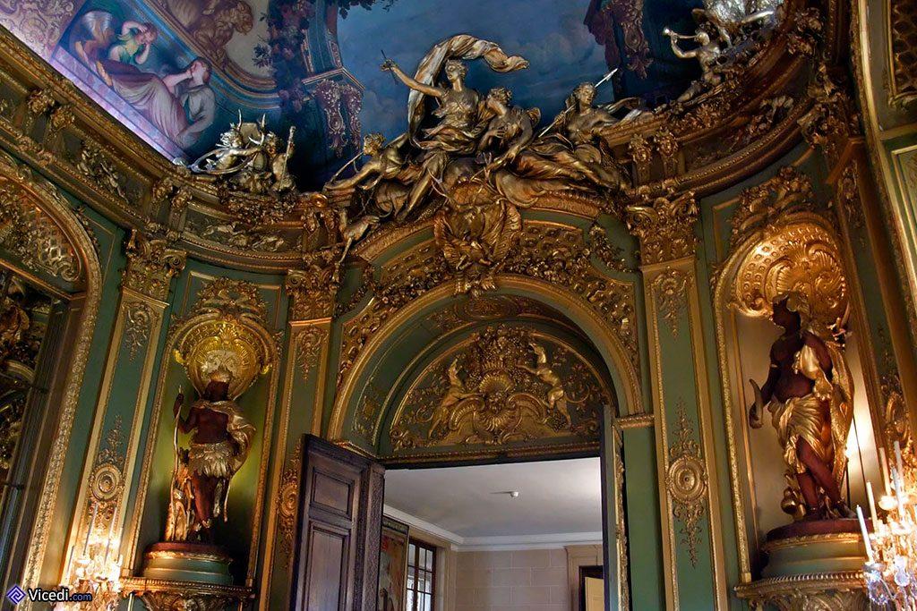 Le style Régence caractérise la Galerie Dorée
