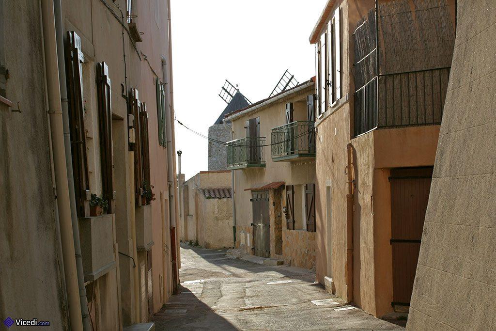 Rue d'Allauch et moulin