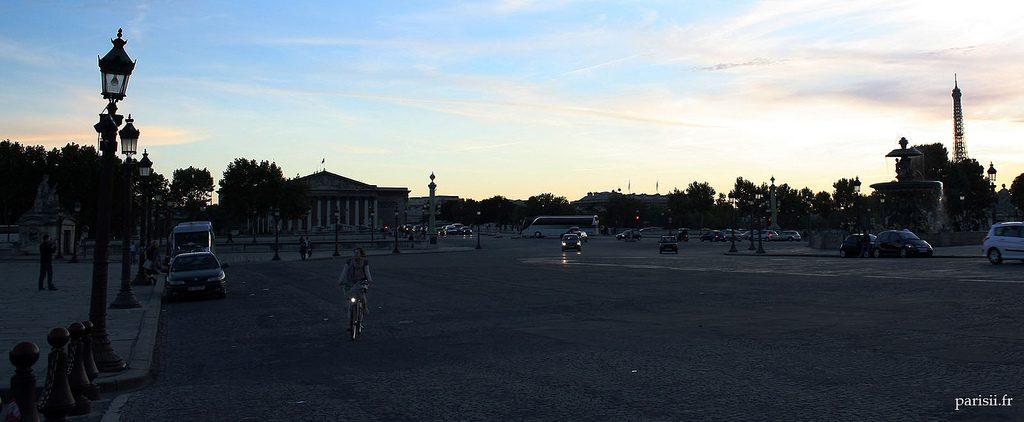 Au bout du pont de la Concorde, le Palais Bourbon
