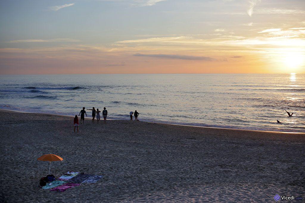 Il y a toujours des résistants à partir en dernier. Attention, les soirées peuvent vite devenir très fraîches au bord de l'Océan !