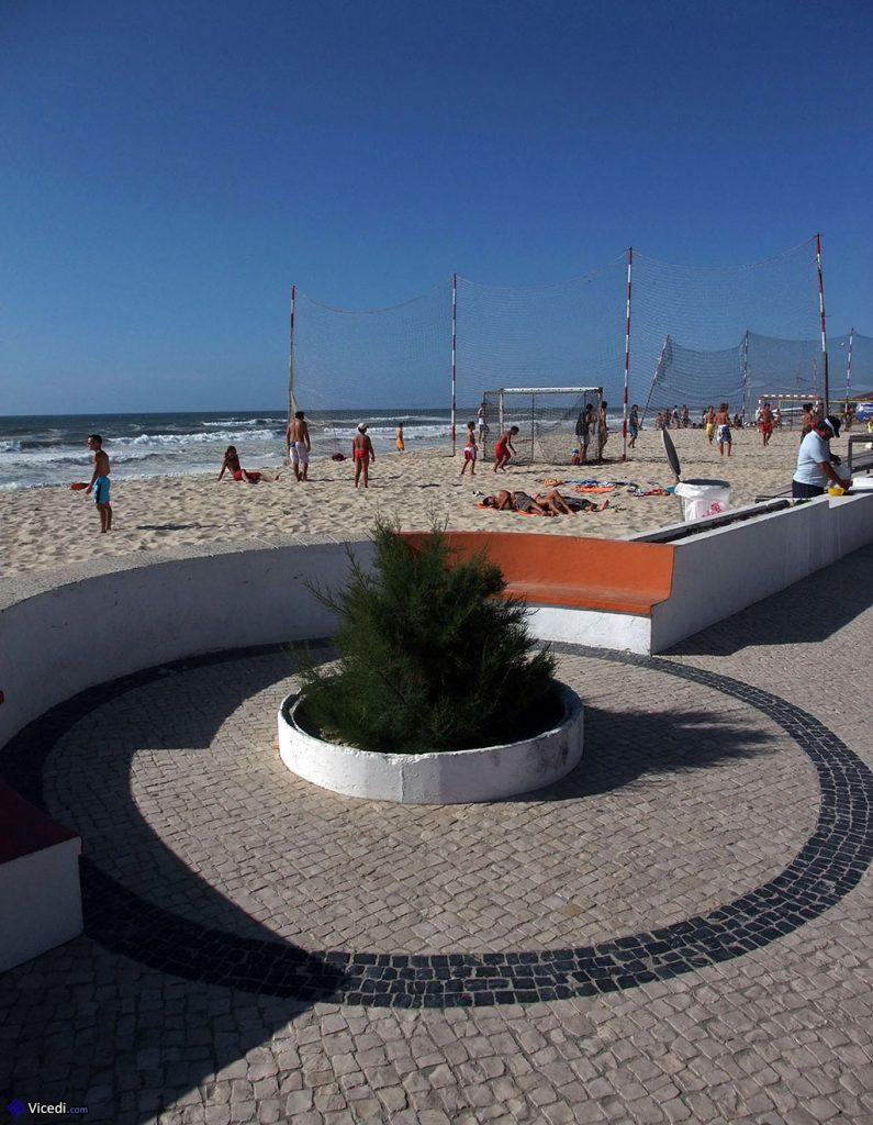 Trottoirs portugais à la plage