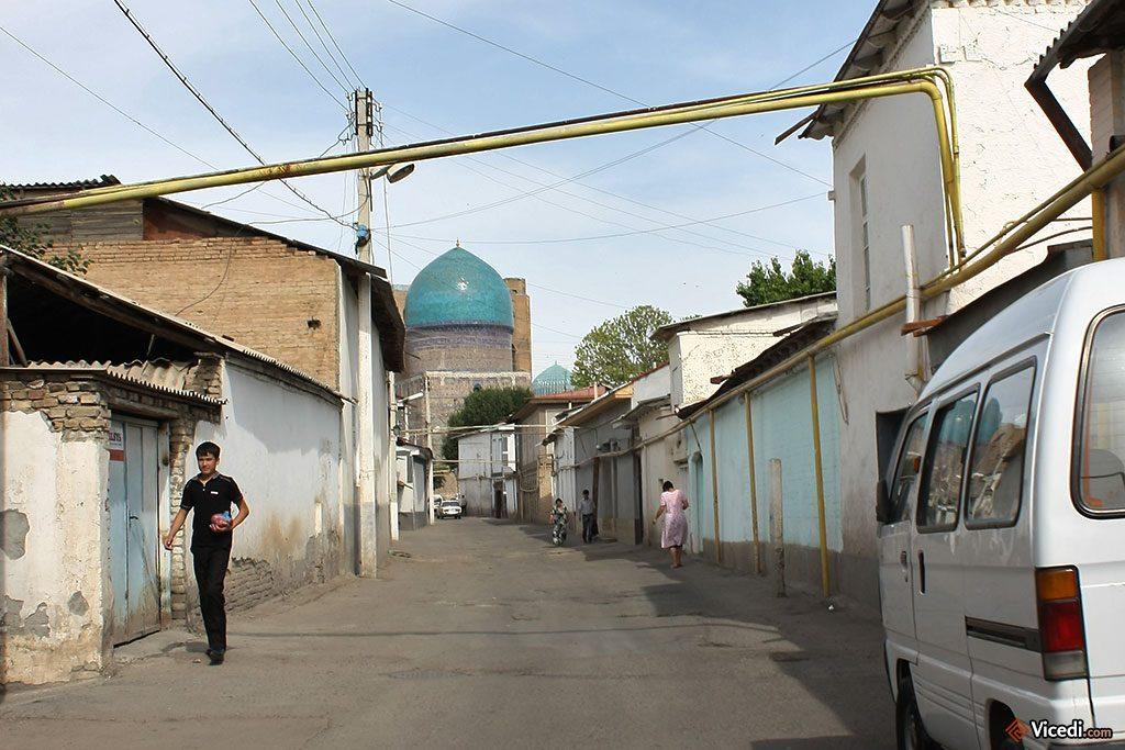 rue menant à Bibi Khanoum