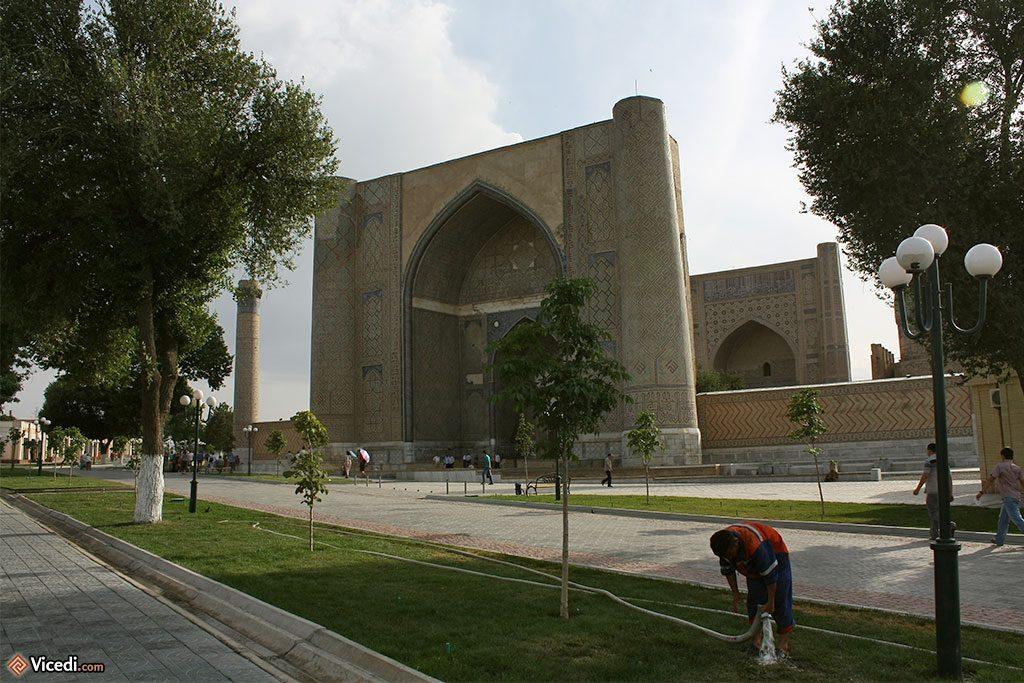 Bibi Khanoum, porte principale
