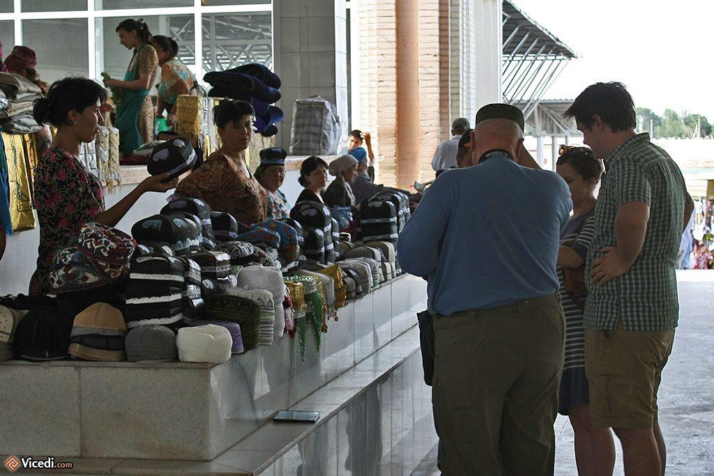 vendeurs de chapeaux ouzbèks