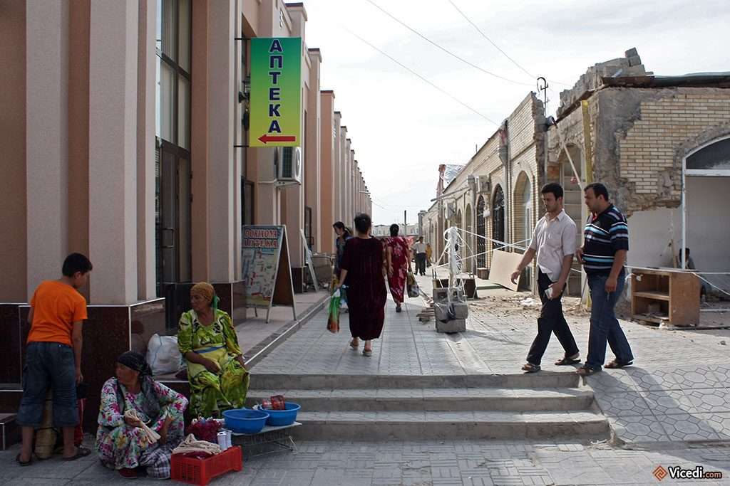 Vendeurs ambulants et galeries marchandes