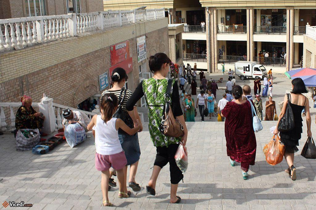 Le quartier est à l'image du bazar, très commerçant.