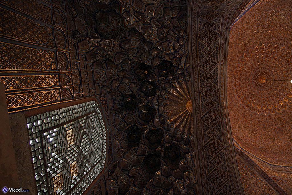 Les splendeurs géométriques du mausolée.