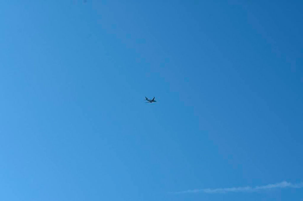 Avion dans le ciel du Lac