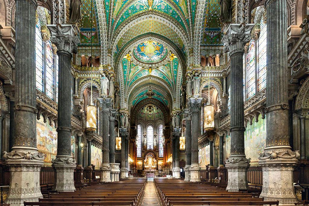 Intérieur de l'église haute